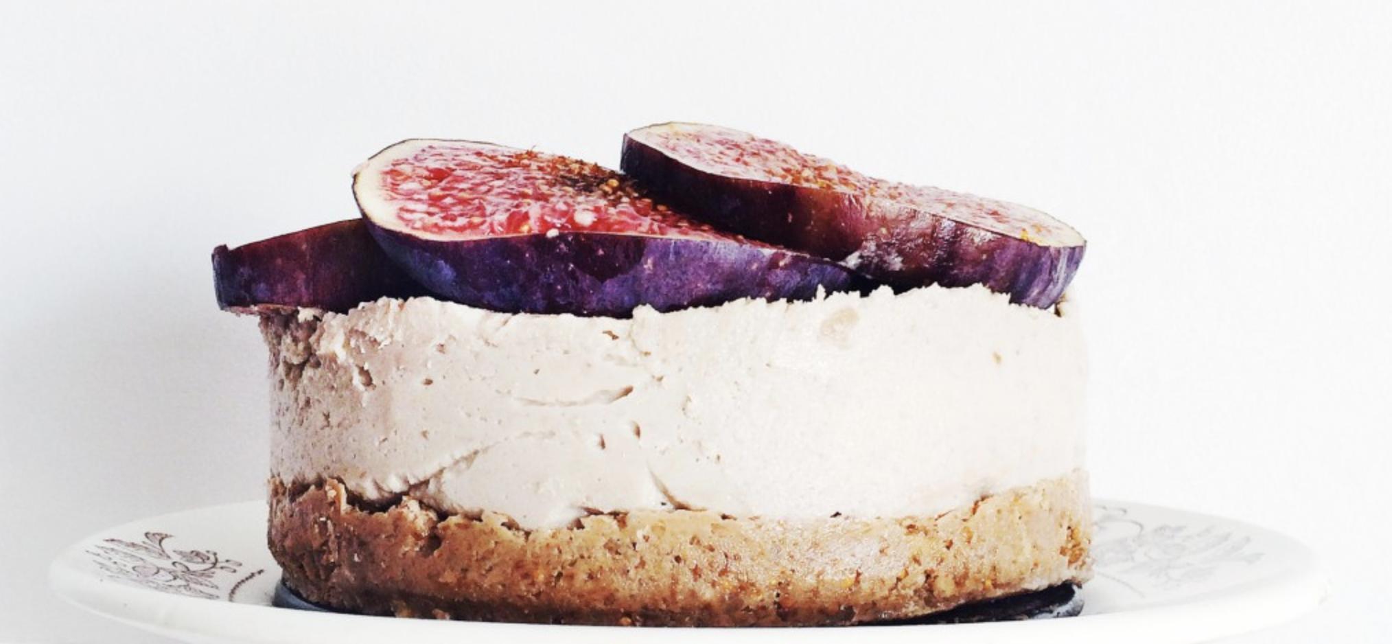 Сыроедческий торт из кешью c инжиром и курагой